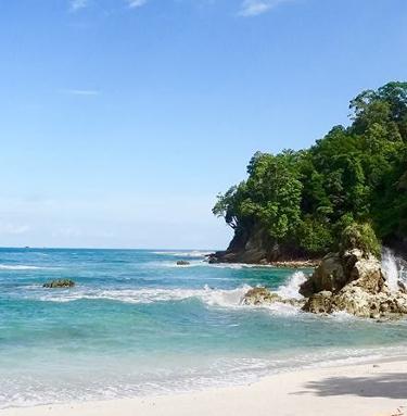 beach at Manuel Antonio Park