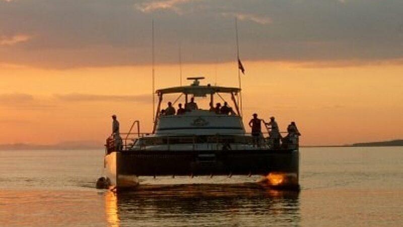 Tortuga Catamaran - Family Tour