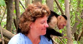 Aventura en el manglar con monos capuchinos de carablanca
